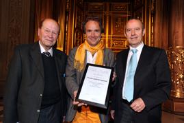 Gernot Römer (Laudator), Stephan Eckl (EUKITEA) und Walther Seinsch (Preisstifter) (v. li.)/ Foto: Marcus Merk (AZ)